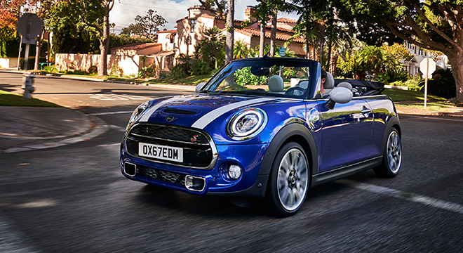 MINI Cooper Convertible 2018 blue