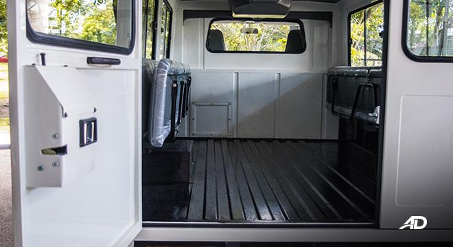Mitsubishi L300 interior rear cabin