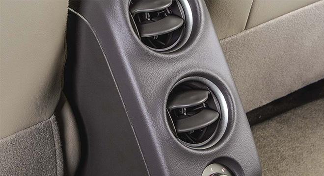Nissan Almera rear air vents