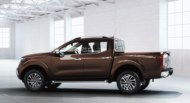 Nissan NP300 2018 side
