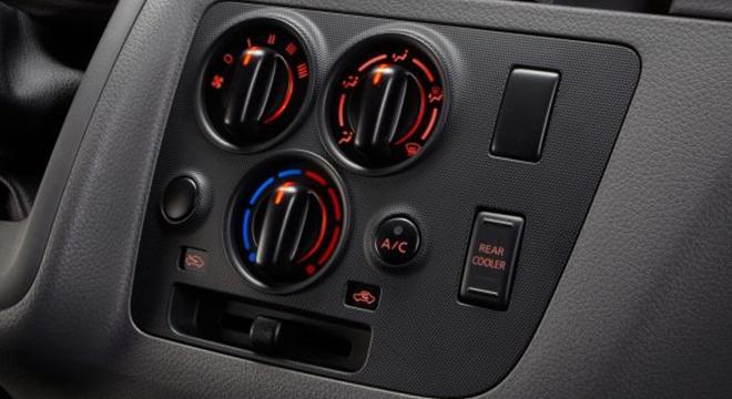 Nissan NV350 Urvan 2018 controls