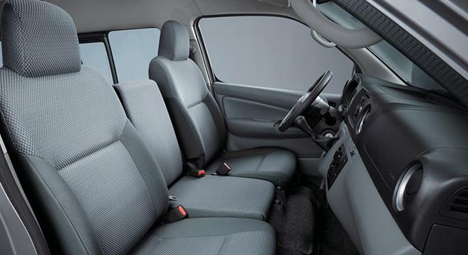 Nissan NV350 Urvan 2018 front seats