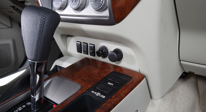 Nissan Patrol Super Safari 2018 center console