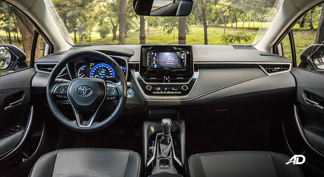 Toyota corolla altis hybrid review road test dashboard interior philippines