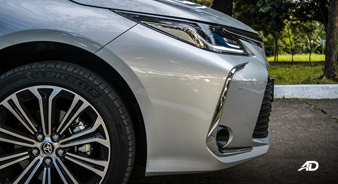 Toyota corolla altis hybrid review road test front side exterior