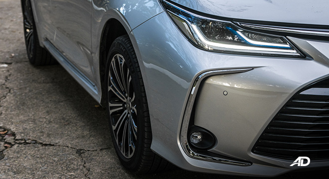 Toyota corolla altis hybrid review road test led headlights exterior