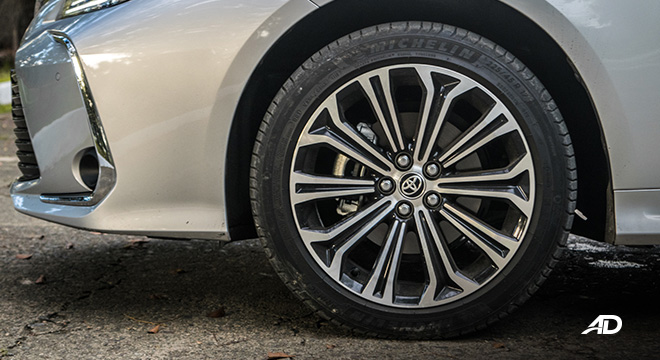 Toyota corolla altis hybrid review road test wheels exterior philippines