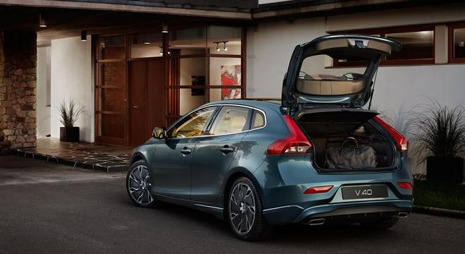Volvo V40 2018 trunk
