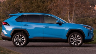 2019 Toyota RAV4 side