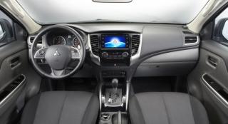 Mitsubishi Strada 2018 interior
