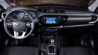 Toyota hilux 2018 interior dashboard