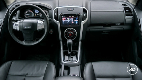 2018 isuzu mu-x 1.9 luxe blue power interior