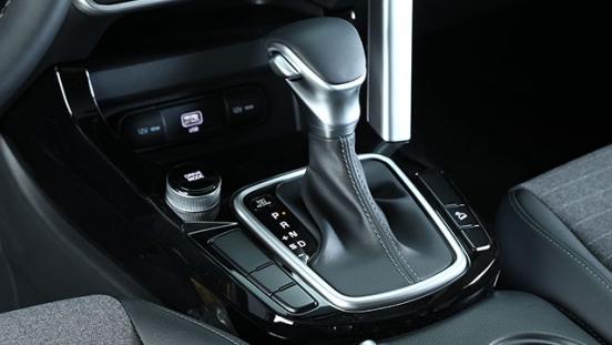 2020 Kia Seltos gear shifter