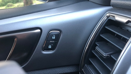Ford Ranger XLT door controls