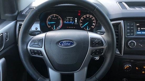 Ford Ranger XLT MT front interior