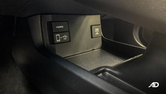 honda civic road test interior USB Port