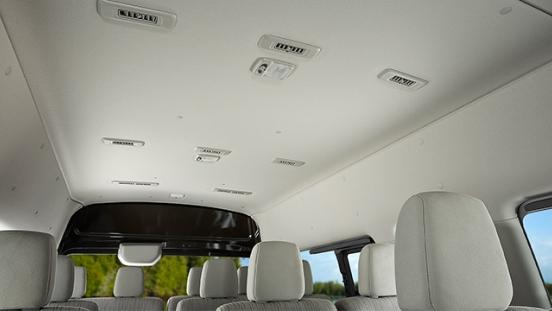 Nssan Urvan Premium interior