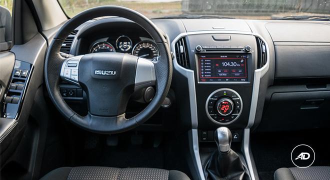 2018 Isuzu mu-X 1.9 RZ4E manual cabin