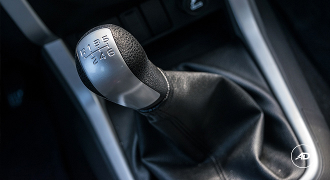 2018 Isuzu mu-X 1.9 RZ4E manual gear shifter