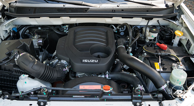 2018 Isuzu mu-X 1.9 RZ4E silky pearl white engine