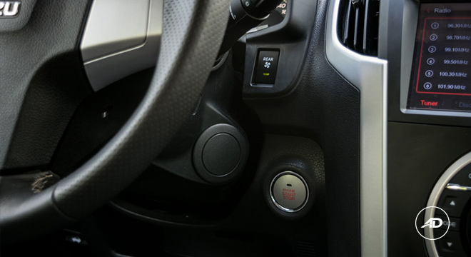 2018 Isuzu mu-X 1.9 RZ4E silky pearl white push start button