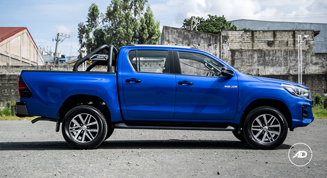 2018 Toyota Hilux Conquest side
