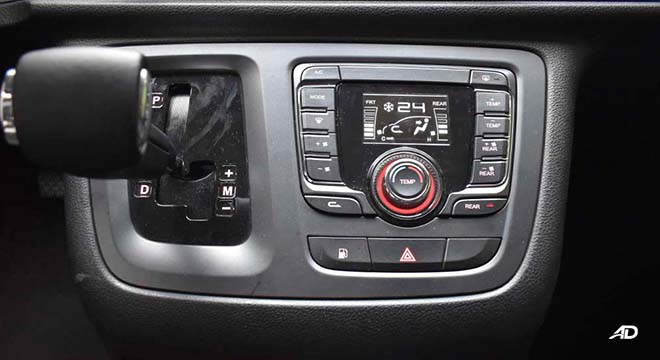 2019 Maxus G10 gear shifter and air conditioning controls