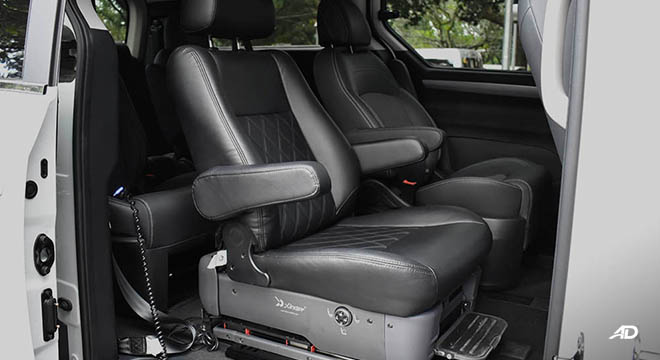 2019 Maxus G10 second row seating