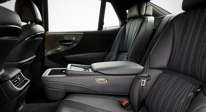 Lexus LS 500h 2018 rear seats