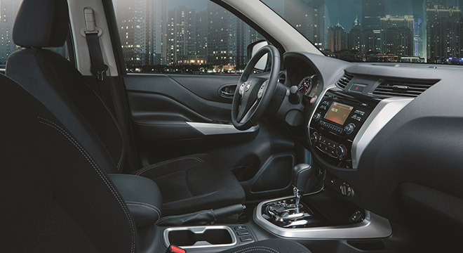 Nissan Navara 4X2 EL Calibre SV AT 2018 cabin