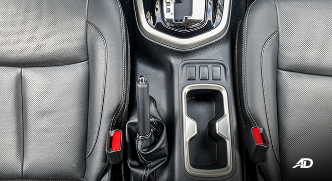 Nissan Navara road test interior center console