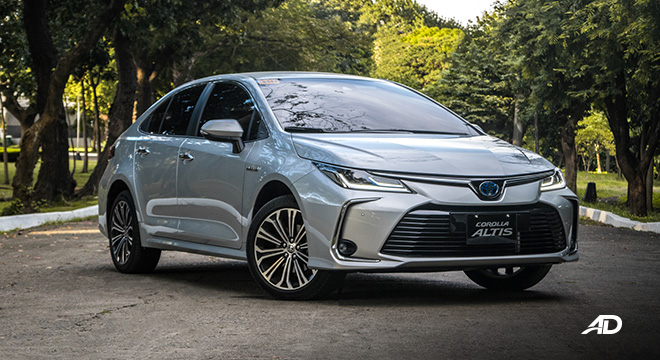 Toyota corolla altis hybrid review road test front quarter exterior