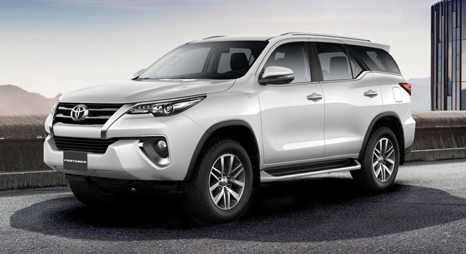 Toyota Fortuner 2.8 V Diesel 4x4 AT (White Pearl)