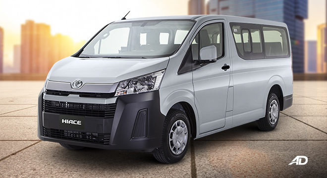 Toyota Hiace commuter deluxe silver
