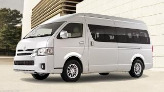 284512c35b Compare Toyota Hiace Super Grandia 3.0 LXV White Pearl vs Nissan ...