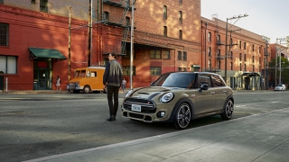 Compare Mini Clubman 16l S Vs Volkswagen Golf Gti 20 Tsi 6 Speed