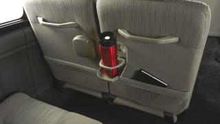 Nissan NV350 Urvan Premium 2018 cup holder