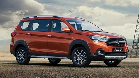2020 Suzuki XL7 exterior side
