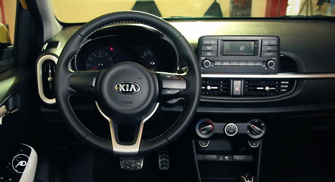 Kia Picanto 2018 cockpit