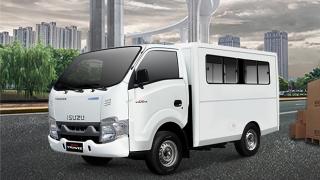 2021 Isuzu Traviz L exterior quarter front Philippines