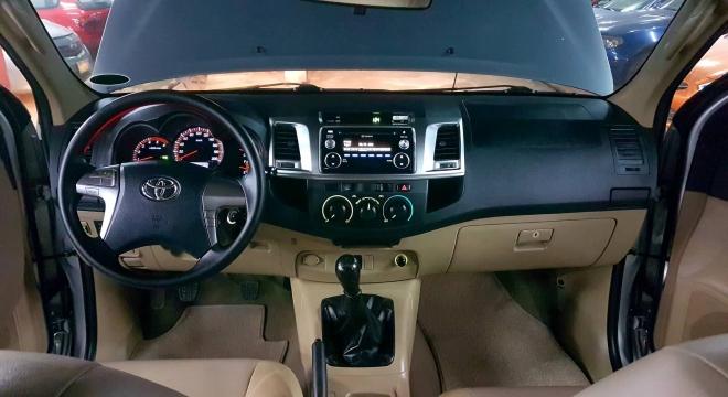 2015 Toyota Hilux G (4X2) MT