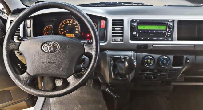2013 Toyota Hiace GL Grandia MT