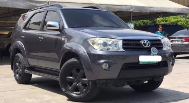 2010 Toyota Fortuner G AT DSL (4X2)