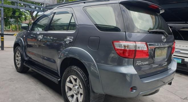 2011 Toyota Fortuner G AT Diesel (4X2)
