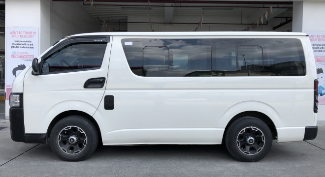 2014 Toyota Hiace Commuter MT