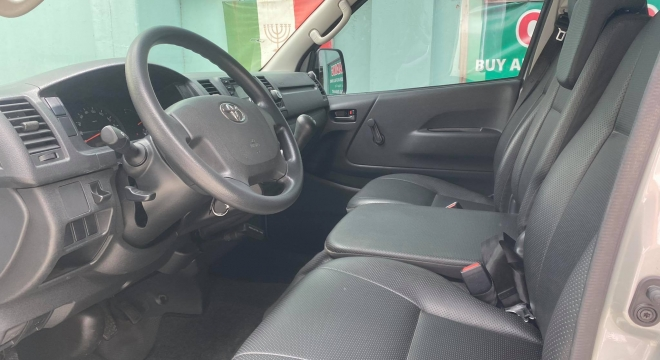 2019 Toyota Hiace Commuter MT