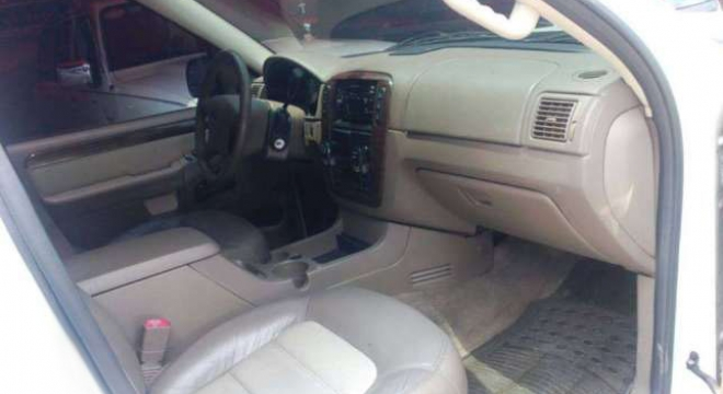 2005 Ford Explorer Eddie Bauer AT