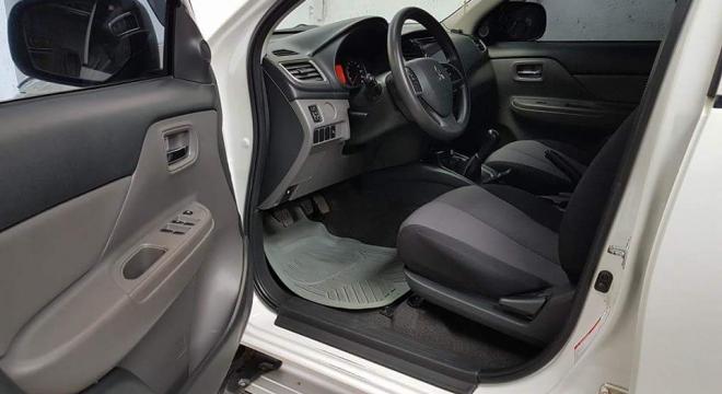 2015 Mitsubishi Strada GLX  MT