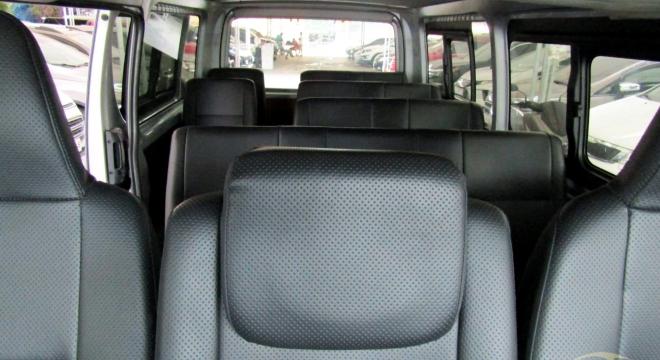 2015 Toyota Hiace Commuter 2.5 MT