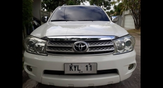 2011 Toyota Fortuner G AT Diesel (4X2)